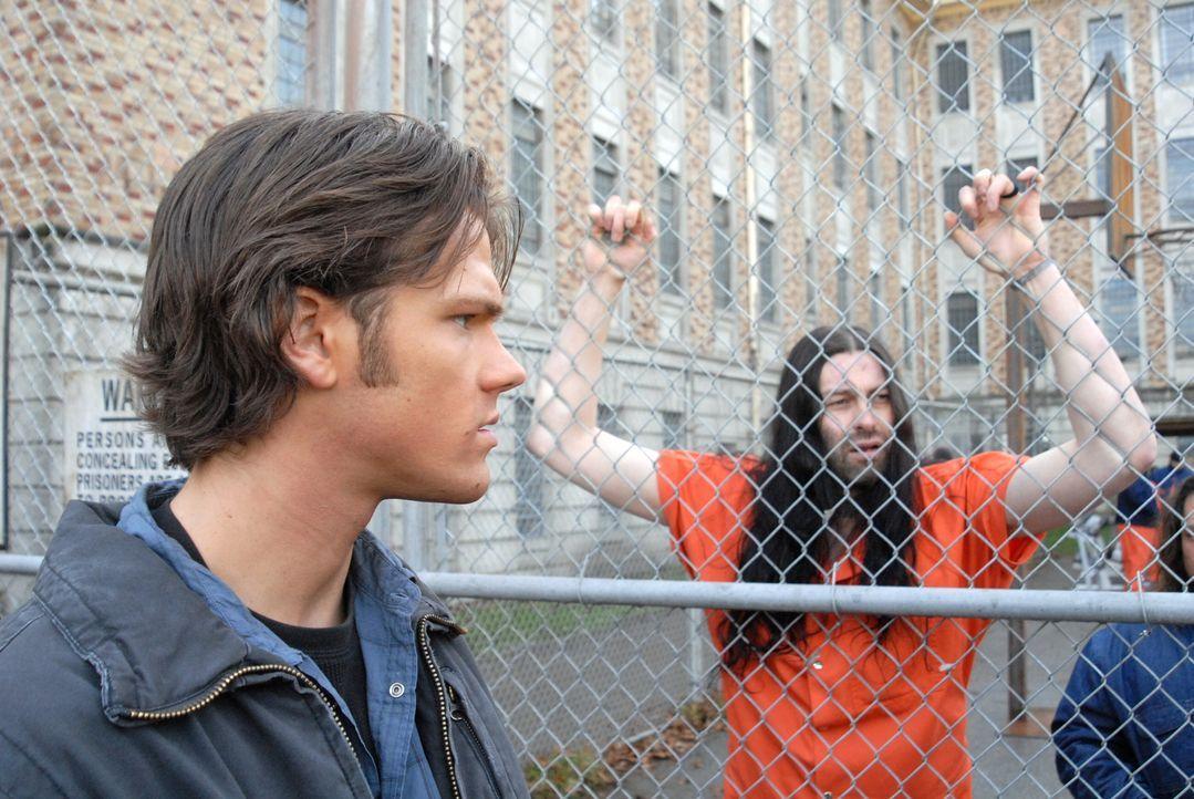 Versucht gemeinsam mit seinem Bruder, einen mordenden Geist in einer Strafanstalt aufzuspüren: Sam (Jared Padalecki, l.) ... - Bildquelle: Warner Bros. Television