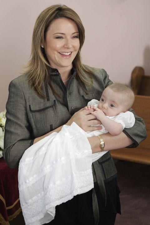 Jordan (Christa Miller) hat J.D. als Taufpaten für ihre kleine Tochter ausgesucht - zur Verzweiflung von Dr. Cox ... - Bildquelle: Touchstone Television