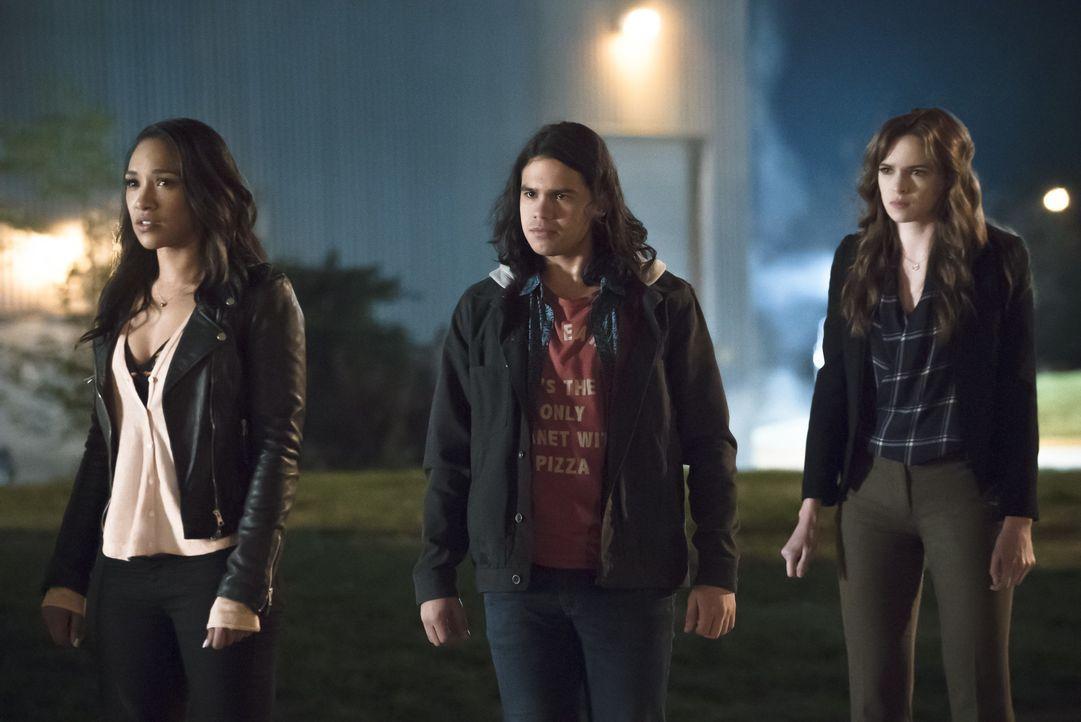 Gelingt es Iris (Candice Patton, l.), Cisco (Carlos Valdes, M.) und Caitlin (Danielle Panabaker, r.) wirklich, Zoom alleine, ohne Barry, zu besiegen? - Bildquelle: Warner Bros. Entertainment, Inc.