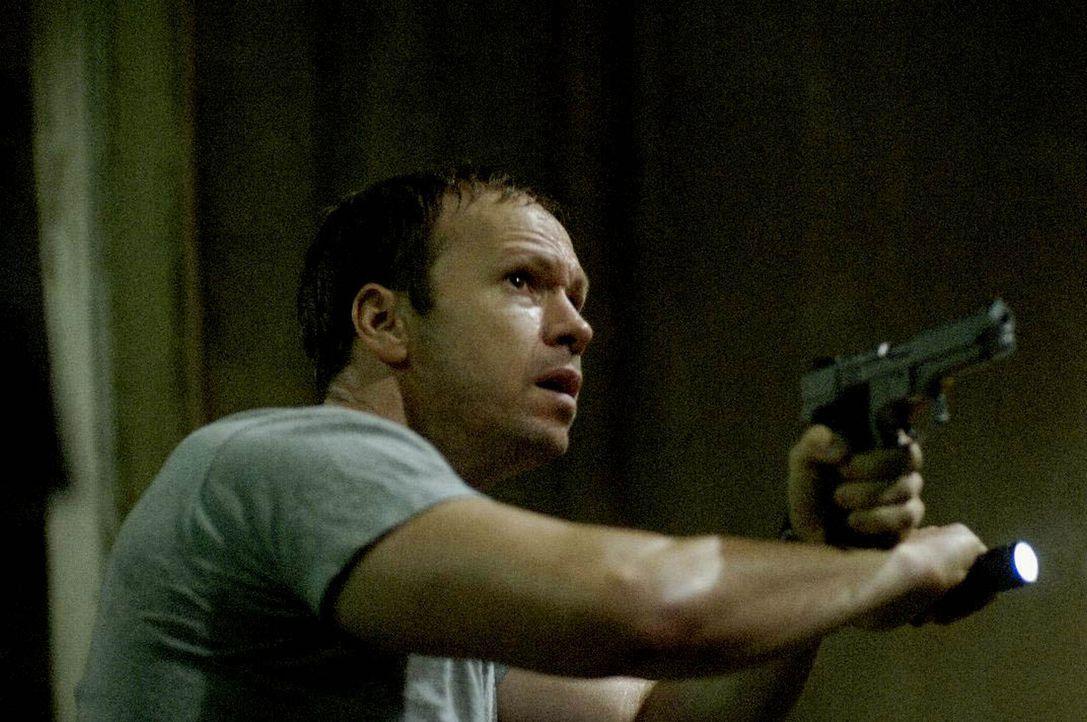 Während eines Einsatzes mit seiner SWAT-Truppe erfährt Erik Matthews (Donnie Wahlberg), dass sich sein Sohn Daniel ebenfalls unter den Entführten de... - Bildquelle: Kinowelt Filmverleih