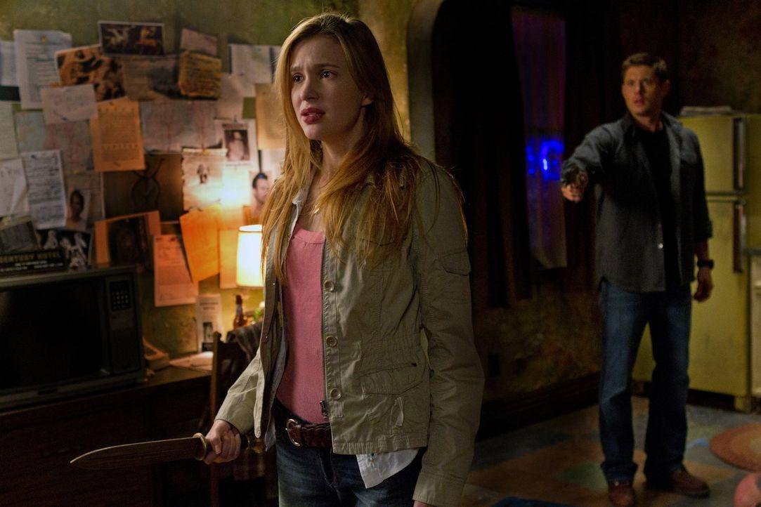 Bei den Nachforschungen in einem neuen Fall trifft Dean (Jensen Ackles, r.) auf Lydia (Sara Canning, l.). Doch was hat sie damit zu tun? - Bildquelle: Warner Bros. Television