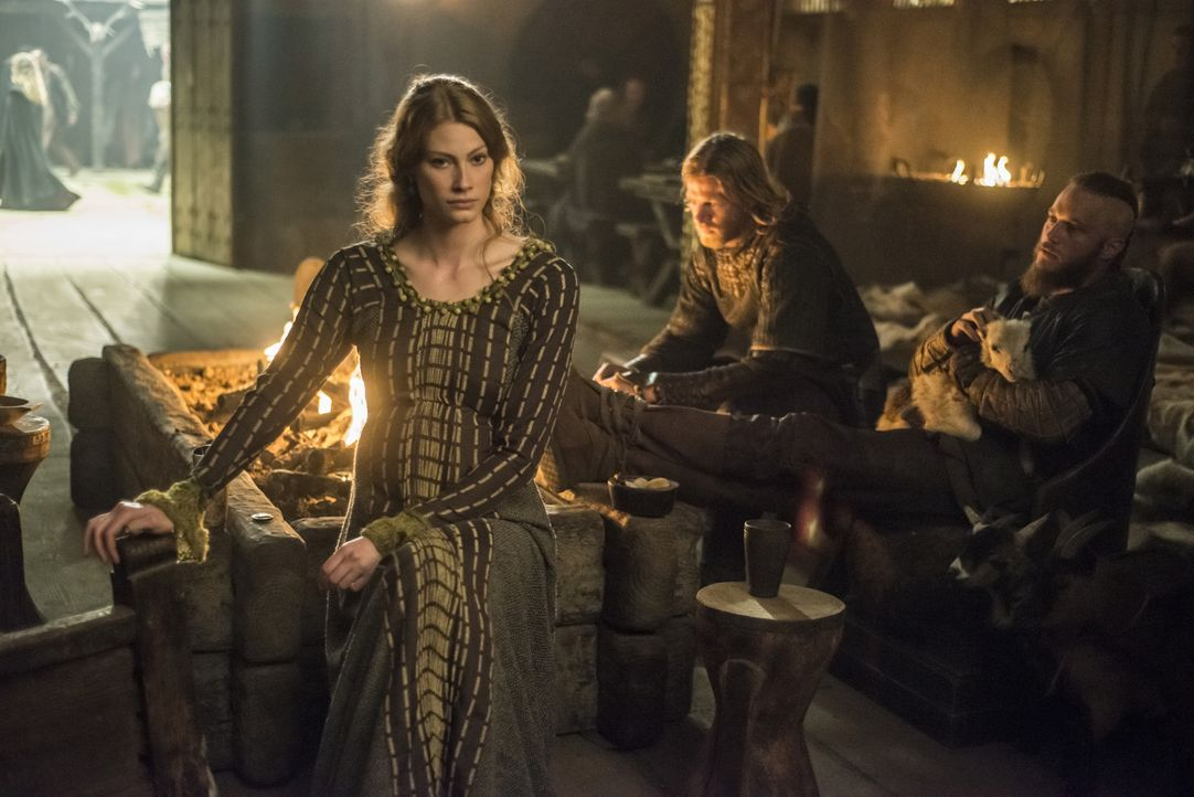 Wie wird es mit Aslaug (Alyssa Sutherland, l.) und Ragnar (Travis Fimmel, r.) weitergehen? - Bildquelle: 2014 TM TELEVISION PRODUCTIONS LIMITED/T5 VIKINGS PRODUCTIONS INC. ALL RIGHTS RESERVED.