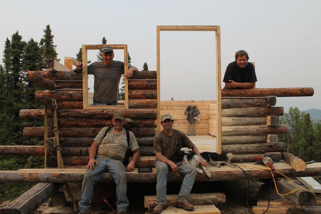 Sechzehn Meilen von der nächsten befahrbaren Straße bauen die Handwerker ein Holzhaus am Nordpol - komplett in der Wildnis ... - Bildquelle: 2015, DIY Network/Scripps Networks, LLC. All Rights Reserved.