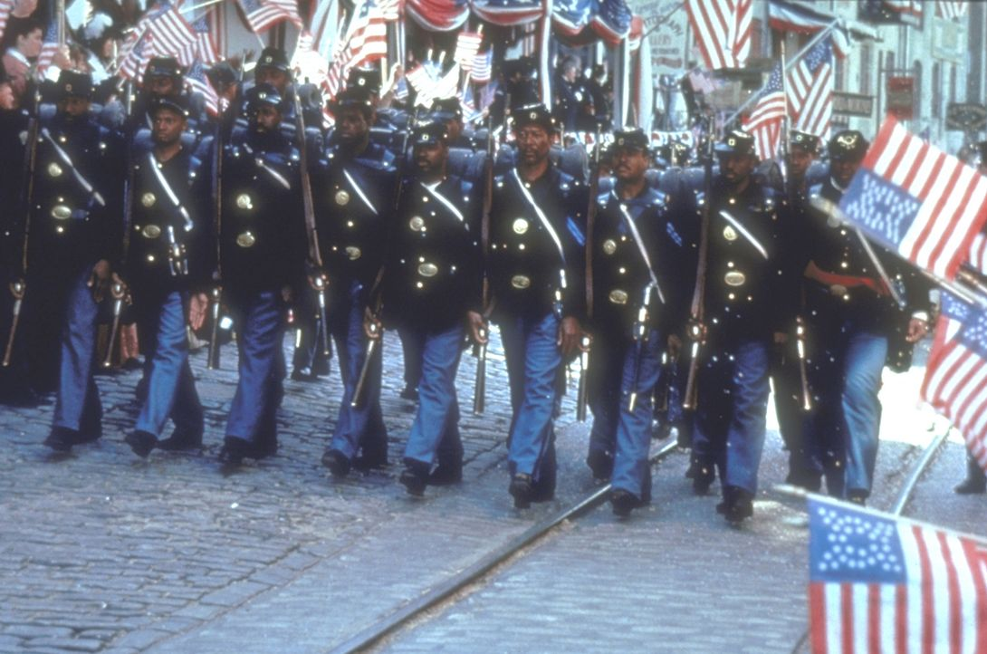 1862: In Amerika tobt der Bürgerkrieg. Nach der verlorenen Schlacht bei Antietam wird der junge weiße Nordstaaten-Colonel Robert G. Shaw beauftragt,... - Bildquelle: TriStar Pictures