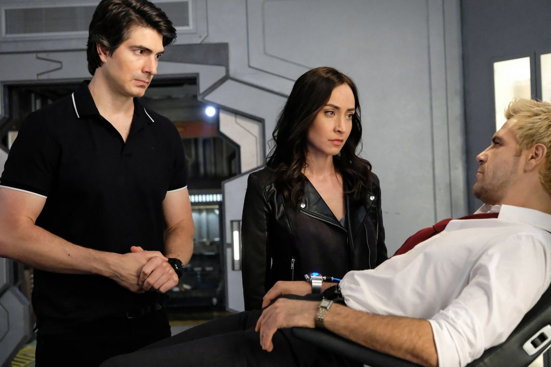 (v.l.n.r.) Ray (Brandon Routh); Nora Darhk (Courtney Ford); Constantine (Matt Ryan) - Bildquelle: Bettina Strauss 2018 The CW Network, LLC. All rights reserved. / Bettina Strauss