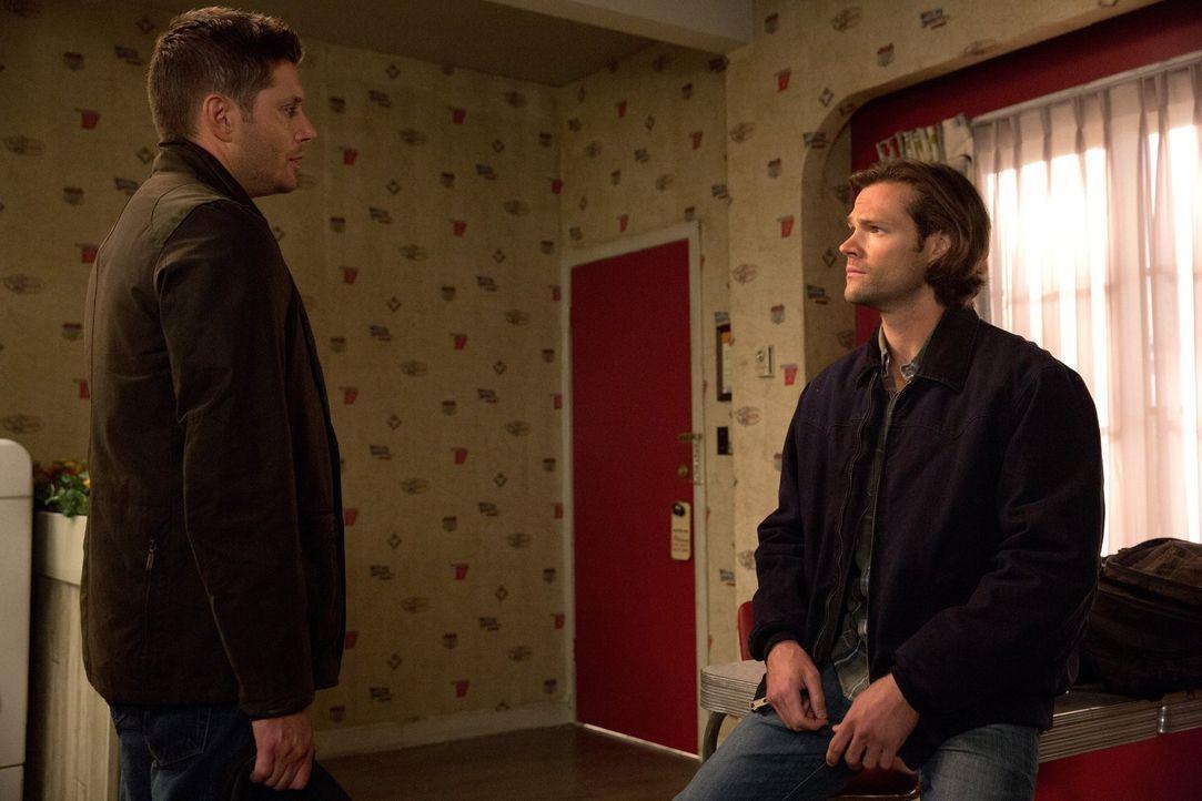 Ihr neuster Fall wird für Dean (Jensen Ackles, l.) und Sam (Jared Padalecki, r.) viel komplizierter, als zunächst gedacht und bringt einiges ans Lic... - Bildquelle: 2014 Warner Brothers