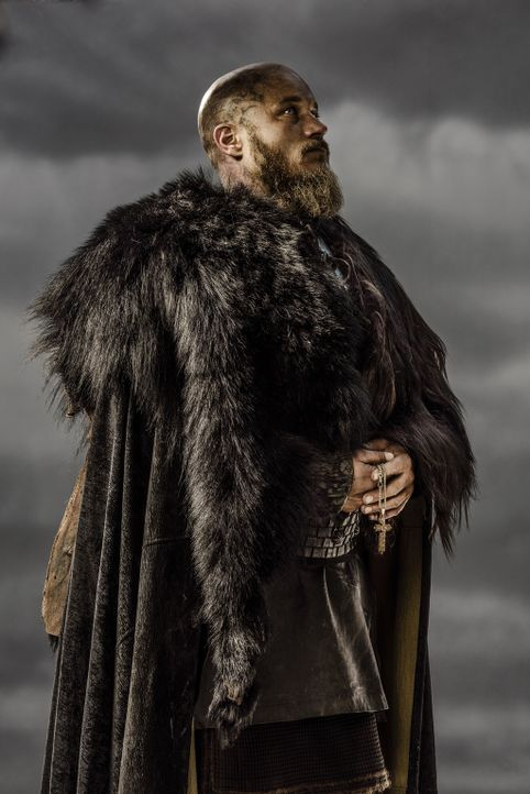(3. Staffel) - Wird König Ragnar (Travis Fimmel) seine Götter verraten und den christlichen Glauben annehmen? - Bildquelle: 2015 TM PRODUCTIONS LIMITED / T5 VIKINGS III PRODUCTIONS INC. ALL RIGHTS RESERVED.