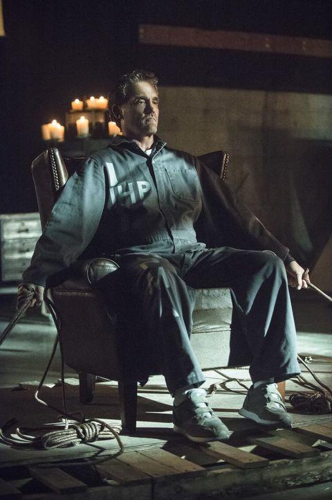 Henry (John Wesley Shipp) bekommt die Bestätigung für eine lange in ihm schlummernde Vermutung ... - Bildquelle: Warner Brothers.