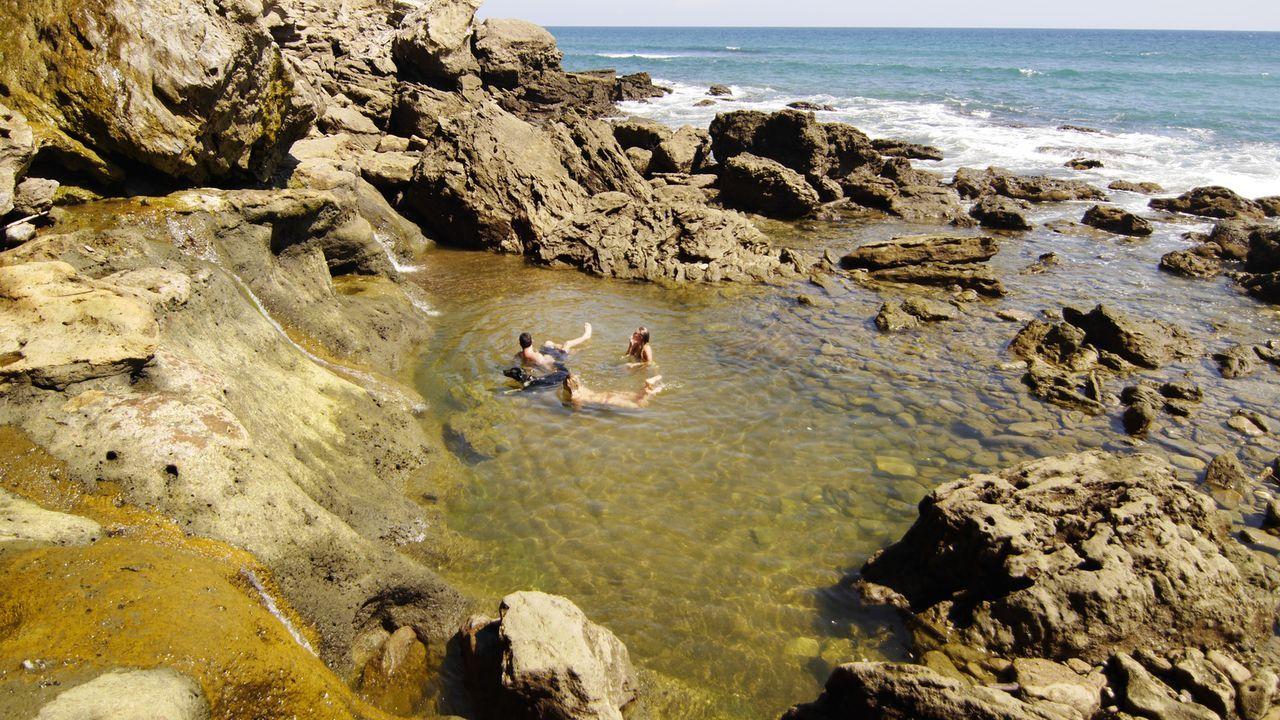 """Diesen kleinen abgesonderten Naturpool findet man am """"Playa Cocalito"""" in Puntarenas in Costa Rica ... - Bildquelle: 2017,The Travel Channel, L.L.C. All Rights Reserved"""