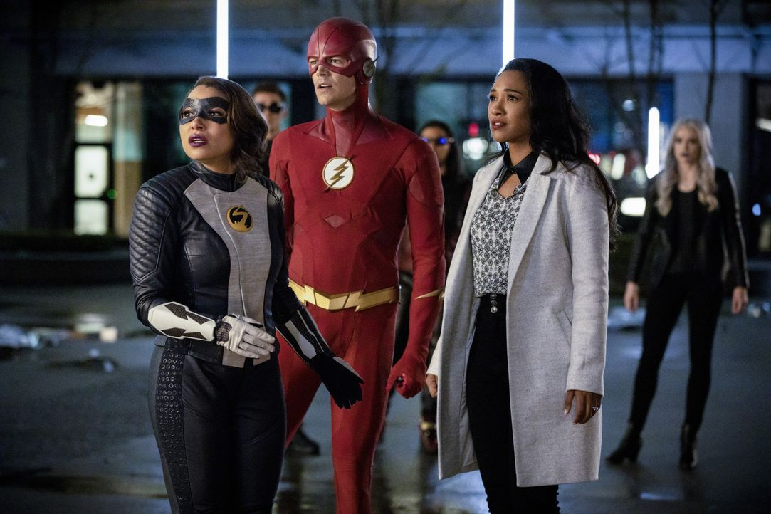 (v.l.n.r.) Nora alias XS (Jessica Parker Kennedy); Barry alias The Flash (Grant Gustin); Iris (Candice Patton) - Bildquelle: Jack Rowand 2019 The CW Network, LLC. All rights reserved. / Jack Rowand