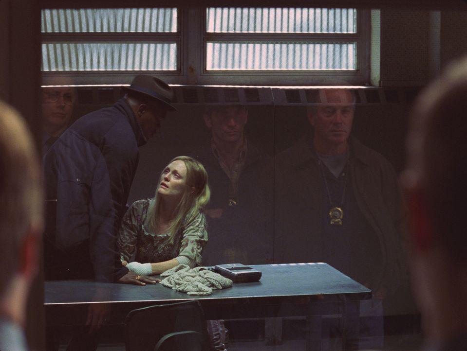 Detective Lorenzo Council (Samuel L. Jackson, l.) kann Brenda Martins (Julianne Moore, l.) Entführungsgeschichte keinen Glauben schenken. Obwohl ihm... - Bildquelle: Sony Pictures Television International. All Rights Reserved.