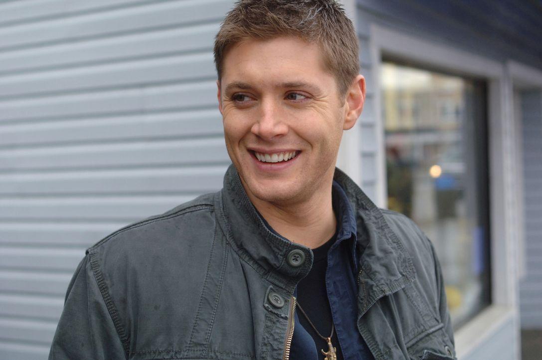 Sam und Dean (Jensen Ackles) untersuchen das Verschwinden eines Mannes, der in einem Touristenort vermisst wird ... - Bildquelle: Warner Bros. Television