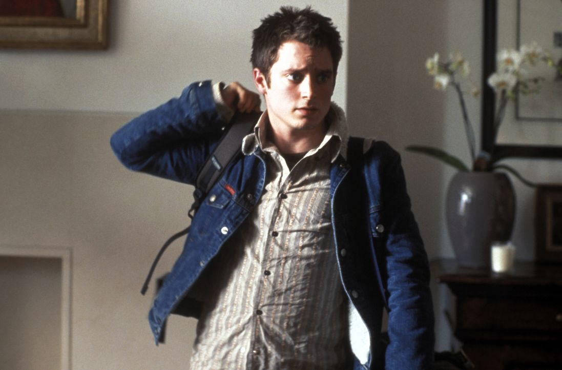 Als Matt (Elljah Wood) kurz vor Abschluss seines Journalismus-Studiums ohne Verschulden von der Elite-Uni Harvard fliegt, reist er kurz entschlossen... - Bildquelle: Odd Lot Entertainment