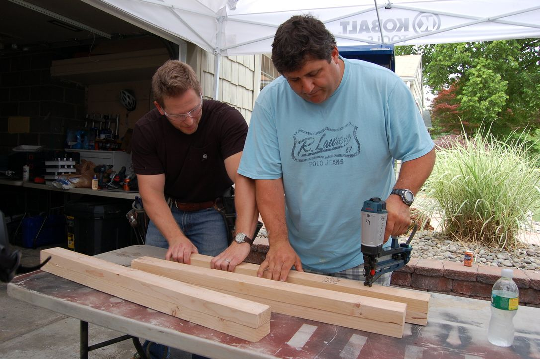 (6. Staffel) - Wenn Männer auf der Suche nach einem Eigenheim sind oder ihren eigenen Rückzugsort im Haus benötigen, sind Jason Cameron (l.) und Ton... - Bildquelle: 2010, DIY Network/Scripps Networks, LLC