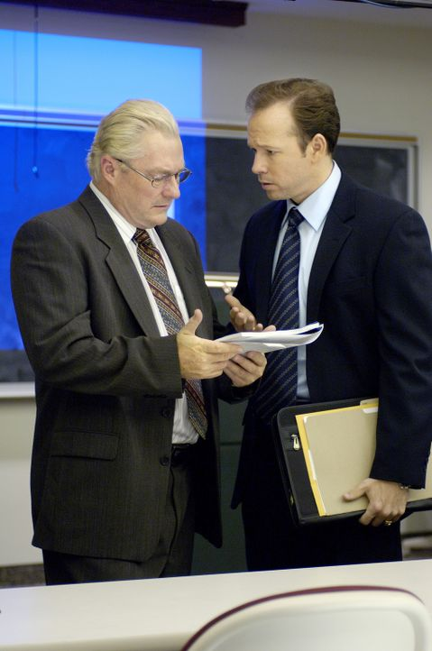 CIA-Agent Kirk (Donnie Wahlberg, r.) führt einen frustrierenden Kampf gegen die Mühlen der amerikanischen Politbürokratie. Kann er dem nationalen... - Bildquelle: ABC, INC.