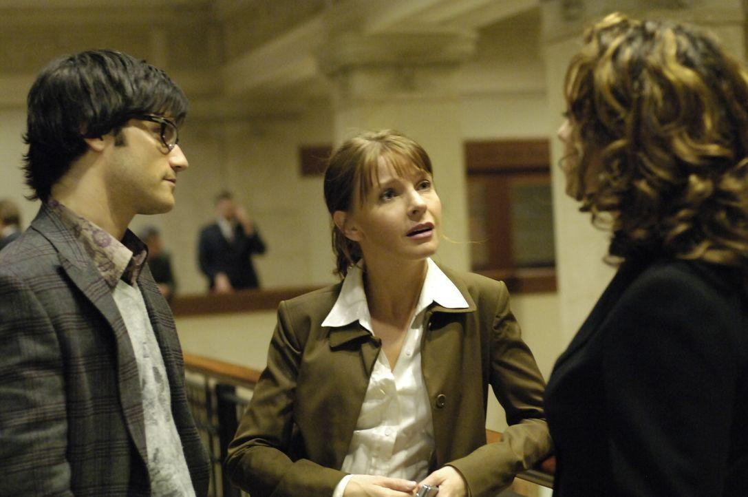 Entdecken, dass die Nova-Gruppe auch Verbindungen zu Shawn und dem 4400-Zentrum hat: Nina Jarvis (Samantha Ferris, r.), Diana Skouris (Jacqeline McK... - Bildquelle: Viacom Productions Inc.