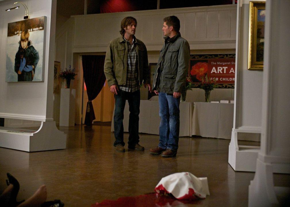Sam (Jared Padalecki, l.) und Dean (Jensen Ackles, r.) treffen auf Maggie Stark, eine Hexe, die ihren Zorn auf eine kleine Stadt loslässt und so zah... - Bildquelle: Warner Bros. Television