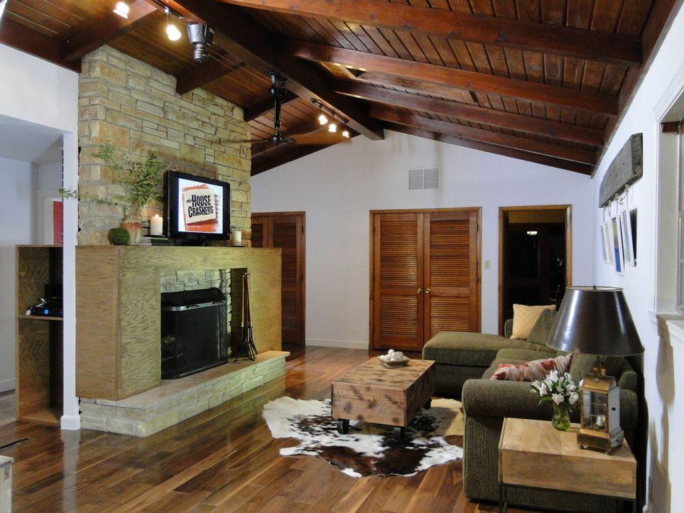 Aus dem altmodischen Familienzimmer wurde dank Josh und seinem Team ein luxuriöses Wohlfühlzimmer. Doch ob auch Familie Holmes mit den Umbauten zufr... - Bildquelle: 2012, DIY Network/Scripps Networks, LLC. All Rights Reserved.