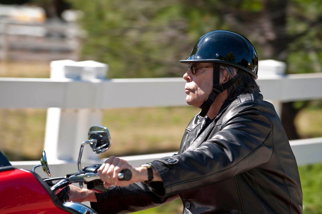 """Bachman (Stephen King) wird auch """"der Cleaner"""" genannt. Er ist in Sachen Leichenbeseitigung ein As ... - Bildquelle: 2010 FX Networks, LLC. All rights reserved."""