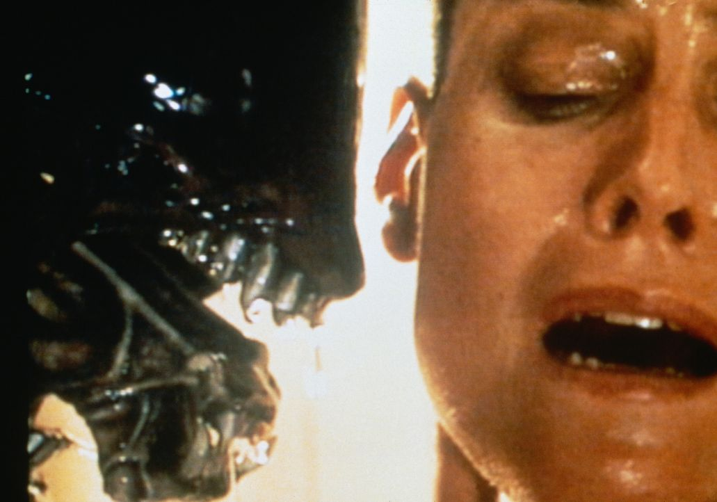 Trotz großer Furcht und Panik nimmt Ellen (Sigourney Weaver) den schier ausichtlosen Kampf gegen das schleimige Alien auf ... - Bildquelle: 1992 Twentieth Century Fox Film Corporation.  All rights reserved.