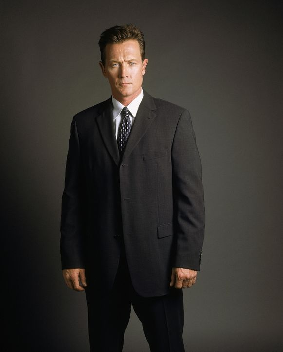 (8. Staffel) - FBI-Agent John Doggett (Robert Patrick) beschäftigt sich mit übernatürlichen Vorgängen. - Bildquelle: TM +   2000 Twentieth Century Fox Film Corporation. All Rights Reserved.