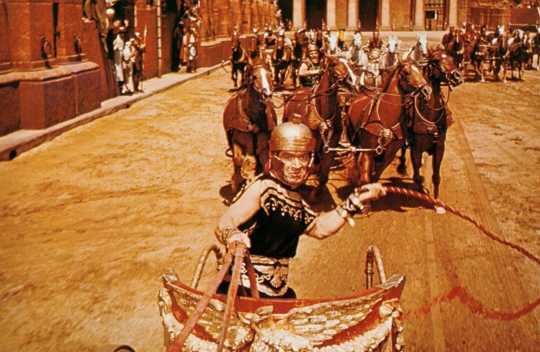 Ein großes Wagenrennen in Jerusalem wird zum mörderischen Zweikampf zwischen Messala (Stephen Boyd, vorne) und Ben Hur ... - Bildquelle: Metro-Goldwyn-Mayer (MGM)