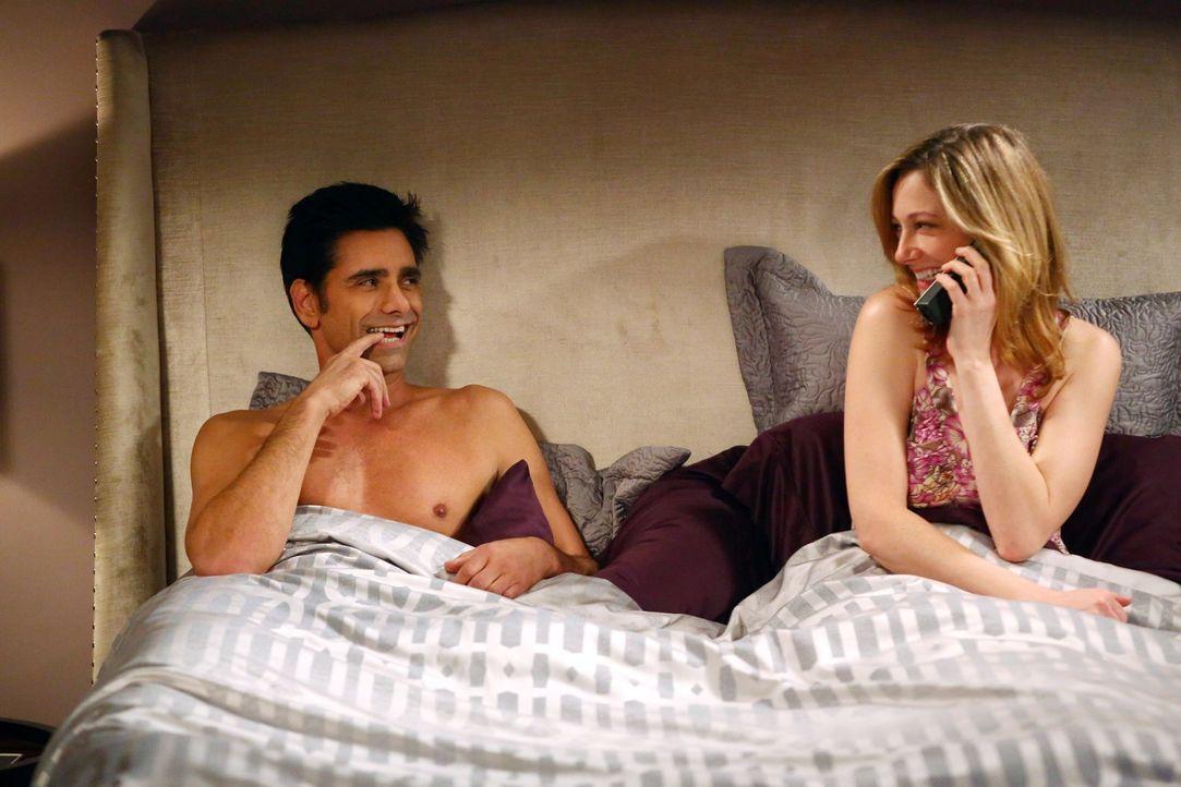 Nach alldem was geschehen ist, muss Walden feststellen, dass seine Ex-Frau Bridget (Judy Greer, r.) kein Interesse mehr an ihm hat, sondern an John... - Bildquelle: Warner Brothers Entertainment Inc.