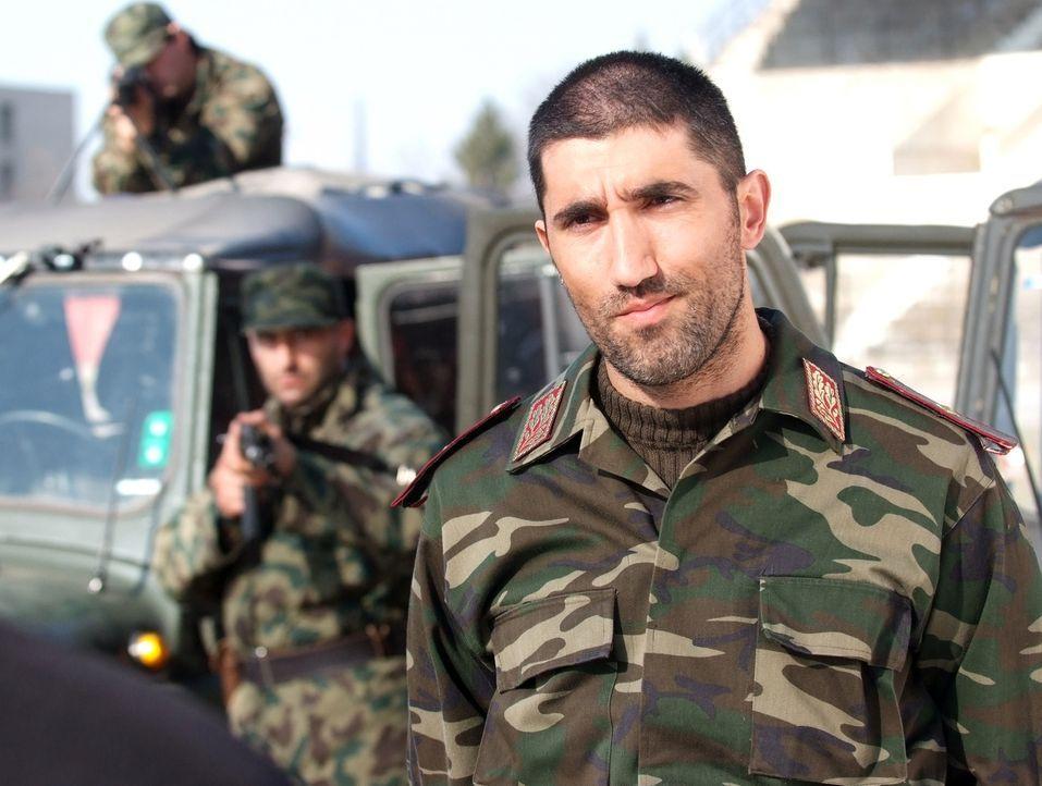 General Drago (Bashar Rahal) hat eine Geisel, die behauptet, gar nicht seine Geisel zu sein ... - Bildquelle: Nu Image