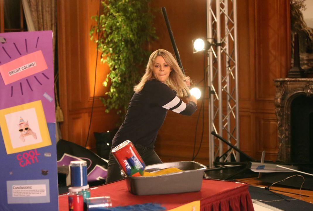 Übertreibt es Mickey (Kaitlin Olson), als sie Ben bei einem Wissenschaftsprojekt helfen will? - Bildquelle: 2017-2018 Fox and its related entities.  All rights reserved.