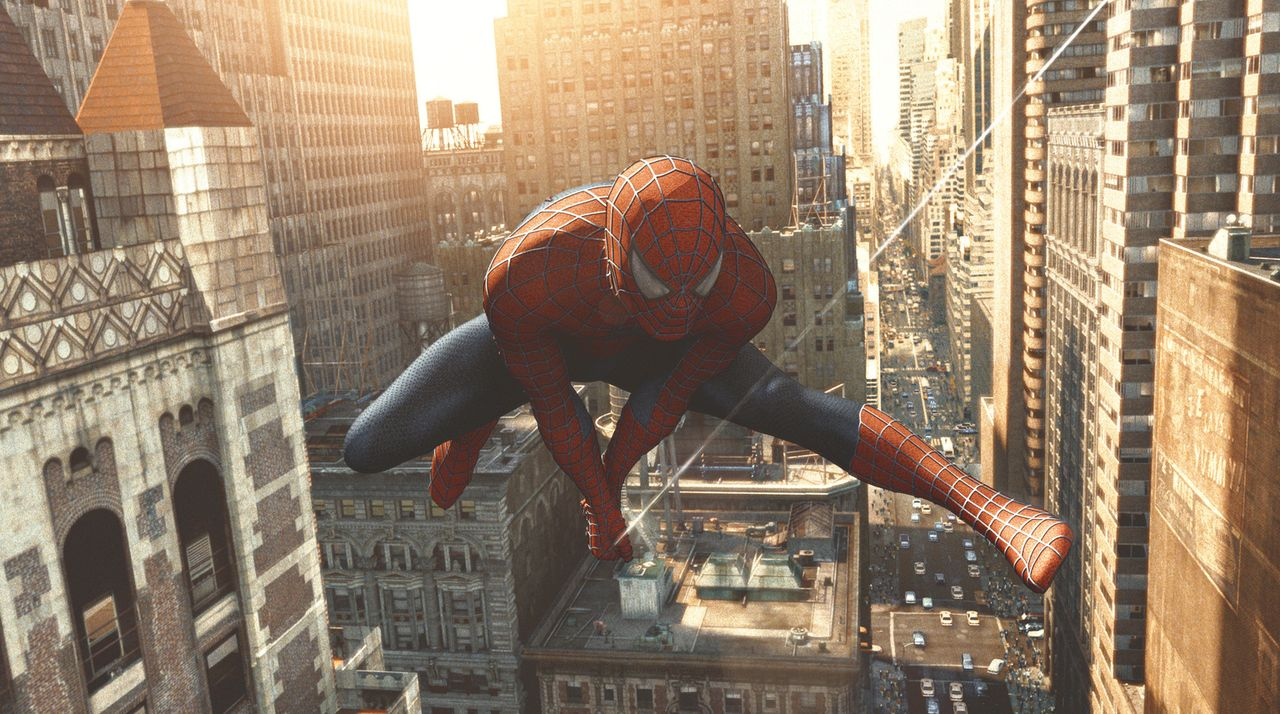Der grausame Dr. Otto Octavius treibt sein Unwesen in der Stadt - nur einer könnte ihn stoppen: Spider-Man (Tobey Maguire) - Bildquelle: Sony Pictures Television International. All Rights Reserved.