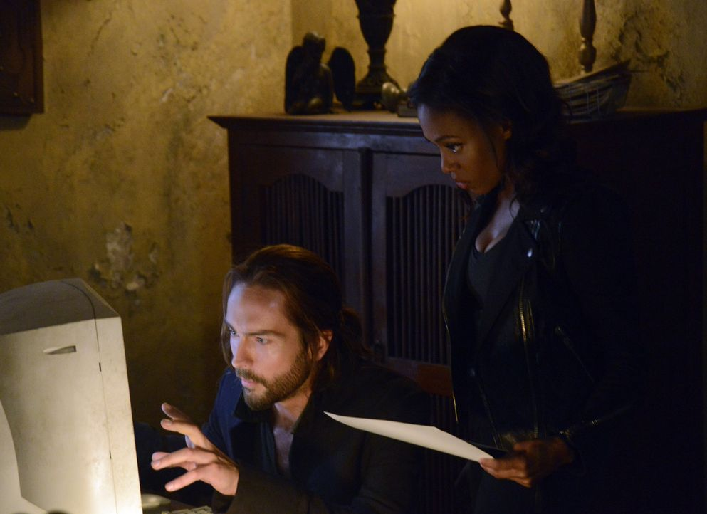 Kann eine alte Schrift Ichabod (Tom Mison, l.) und Abbie (Nicole Beharie, r.) dabei helfen, die Auferstehung Molochs zu verhindern? - Bildquelle: 2014 Fox and its related entities. All rights reserved
