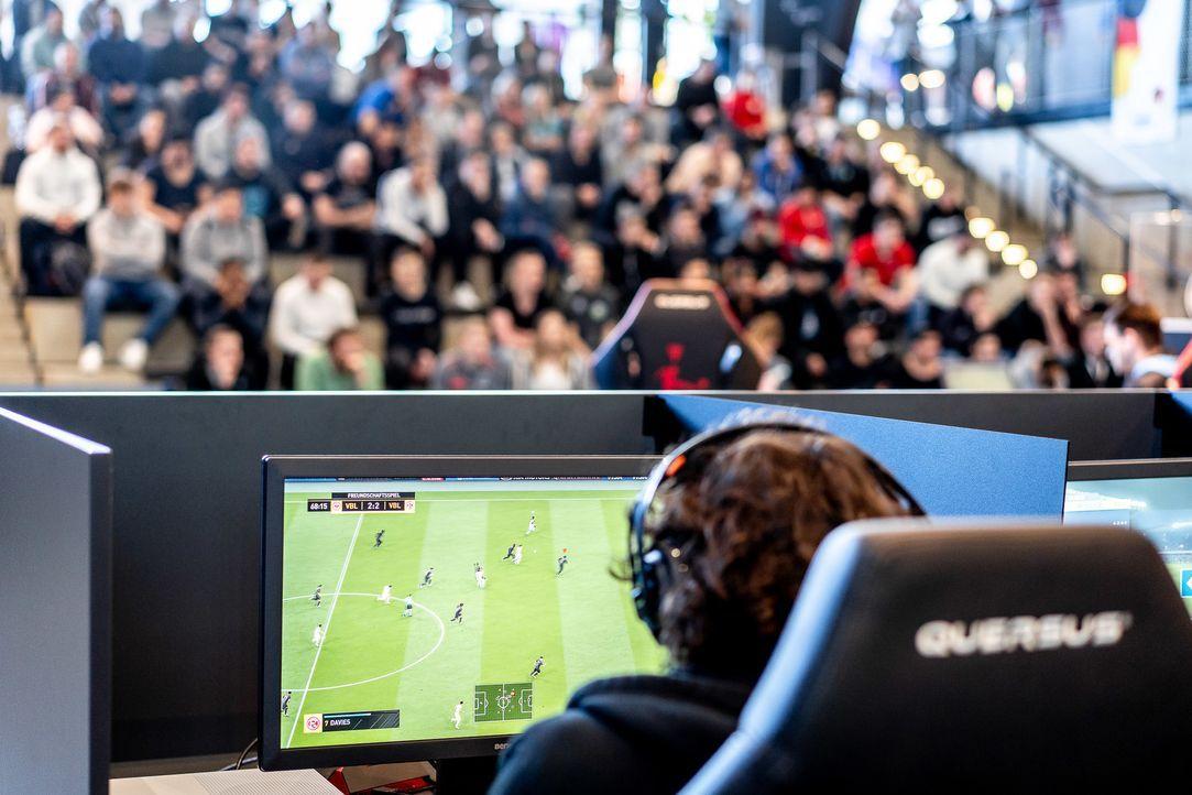 ran eSports: FIFA 20 - Virtual Bundesliga Spieltag 11 Live - Bildquelle: Felix Gemein 2019 DFL Deutsche Fußball Liga GmbH / Felix Gemein