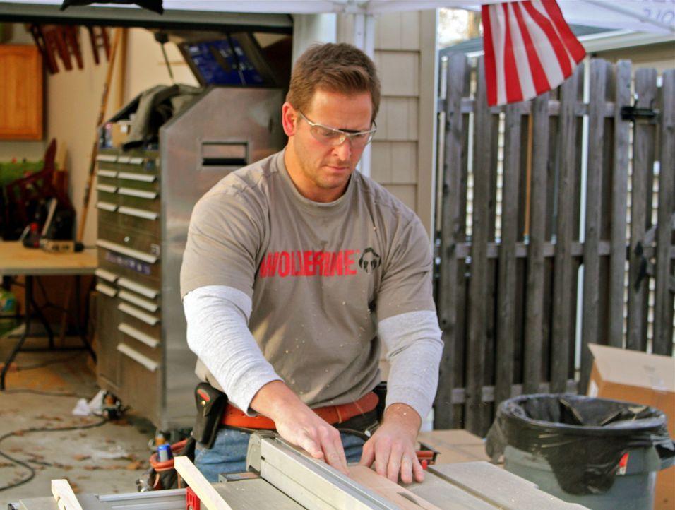 (7. Staffel) - Alles für den Mann: Handwerkprofi Jason Cameron (Bild) und sein Team bauen originelle Männerreiche für prominente, aber auch für norm... - Bildquelle: Nathan Frye 2011, DIY Network