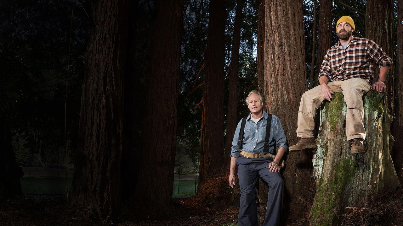 """Für sie ist kein Holz zu schwer und kein Baum zu hoch: die Baumhaus-Profis James """"B'fer"""" Roth (l.) und Chris """"Ka-V"""" Haake (r.) ... - Bildquelle: 2015, DIY Network/Scripps Networks, LLC. All Rights Reserved."""