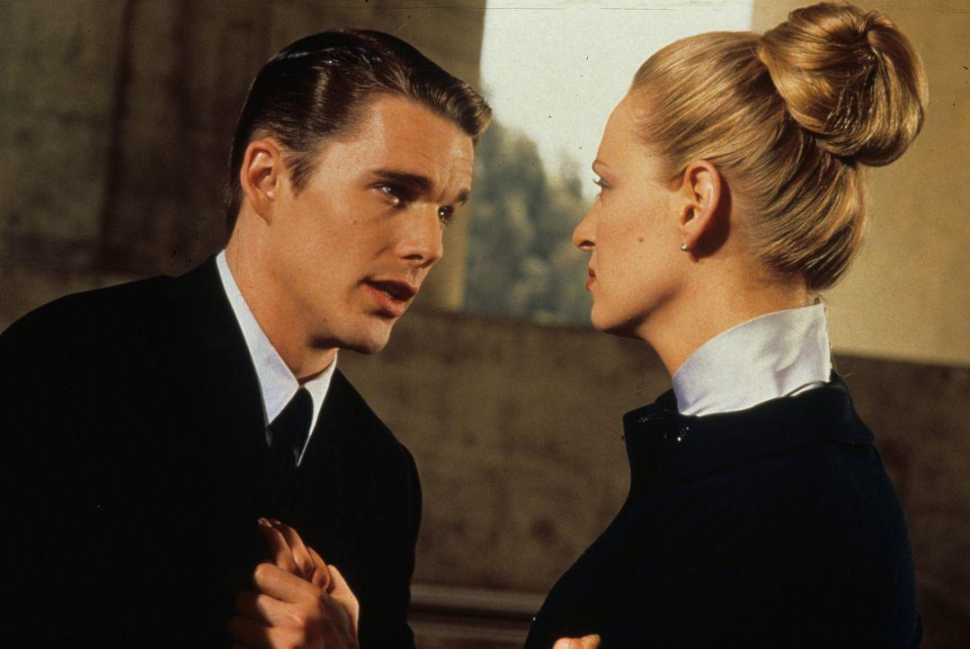 Endlich vertraut sich Vincent (Ethan Hawke, l.) Irene (Uma Thurman, r.) an ... - Bildquelle: Columbia Pictures