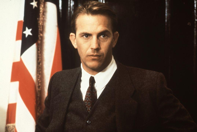 Eliot Ness (Kevin Costner), ein junger, naiver Spezialagent des Finanzministeriums, ist fest entschlossen, dem Gangsterboss Al Capone das verbrecher... - Bildquelle: Paramount Pictures