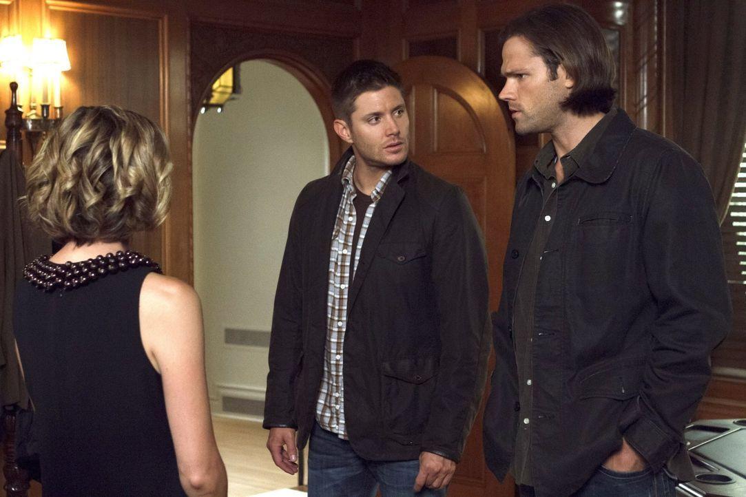 Dean (Jensen Ackles, M.) bekommt eine Nachricht, laut der er und Sam (Jared Padalecki, r.) angeblich eine Menge Geld erben sollen. Doch als sie an d... - Bildquelle: 2016 Warner Brothers