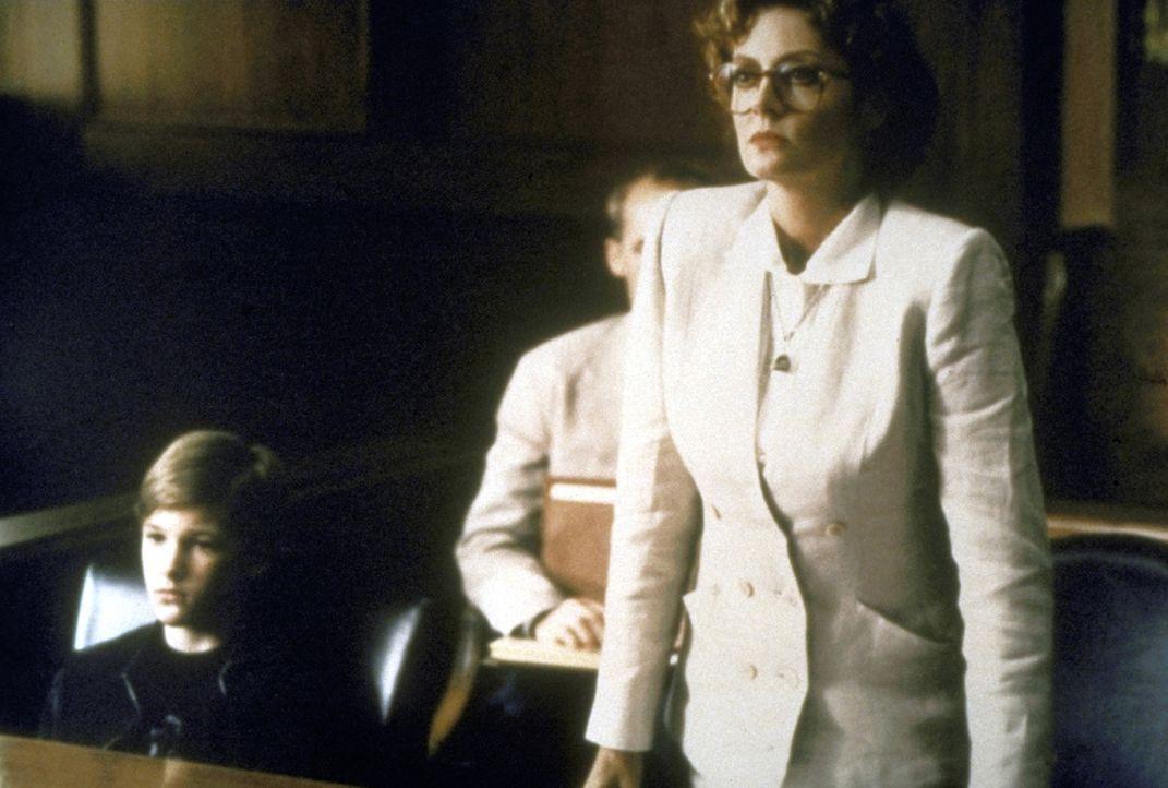 Sowohl die Mafia als auch die Staatsanwaltschaft ist hinter dem kleinen Zeugen Mark (Brad Renfro, l.) her. Anwältin Reggie Love (Susan Sarandon, r.)... - Bildquelle: Warner Bros.