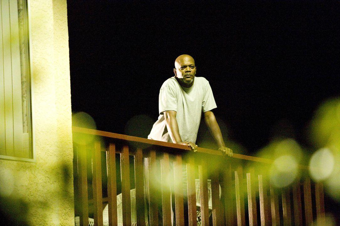 Als mitten in der Nacht bei den Mattsons eingebrochen wird, will Polizist Abel (Samuel L. Jackson) nichts gesehen haben. Doch schon bald wird Lisa u... - Bildquelle: 2007 Screen Gems, Inc. All Rights Reserved.