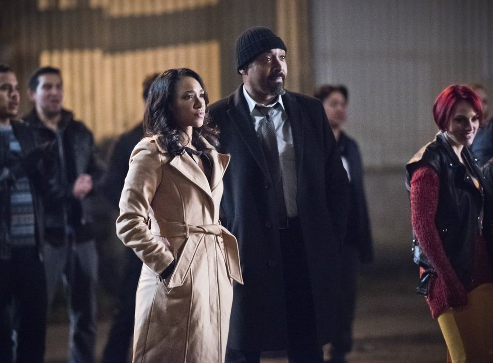 Um Wally zu beschützen und ein Metahuman aufzuhalten, müssen Iris (Candice Patton, l.) und Joe (Jesse L. Martin, r.) in den Untergrund und bringen s... - Bildquelle: 2015 Warner Brothers.