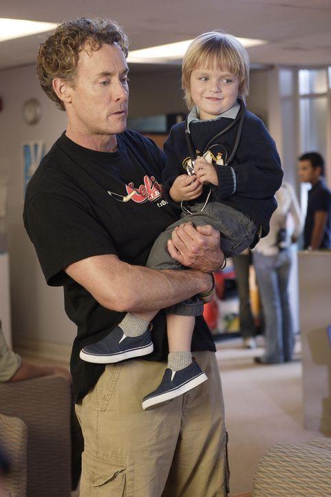 Jordan wird es immer mehr bewusst, dass ihr Sohn Jack (Andrew Miller, r.) die unverblümte und direkte Art seines Vaters mit seinen drei Jahren noch... - Bildquelle: Touchstone Television