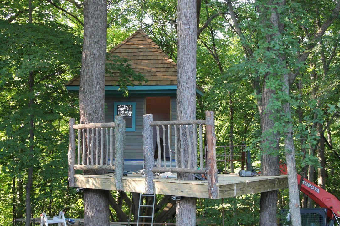 Michelle Herman und ihr Mann wünschen sich ein Baumhaus, das als Rückzugsort für ihre Kinder dienen soll. Die Jungs planen sogar einen Balkon, eine... - Bildquelle: 2015, DIY Network/Scripps Networks, LLC. All RIghts Reserved.