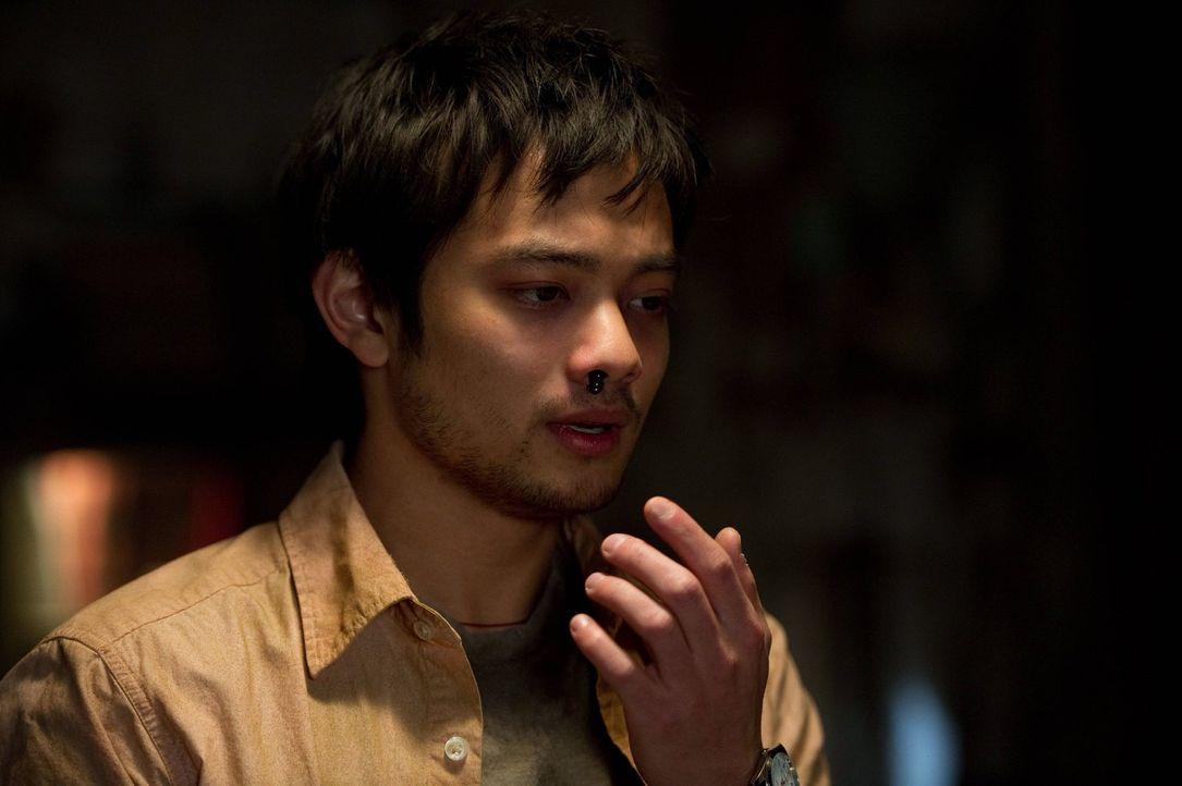 Hat Kevin (Osric Chau) tatsächlich endlich die Formel gefunden, mit der das Tor zur Hölle für immer geschlossen werden kann? - Bildquelle: Warner Bros. Television