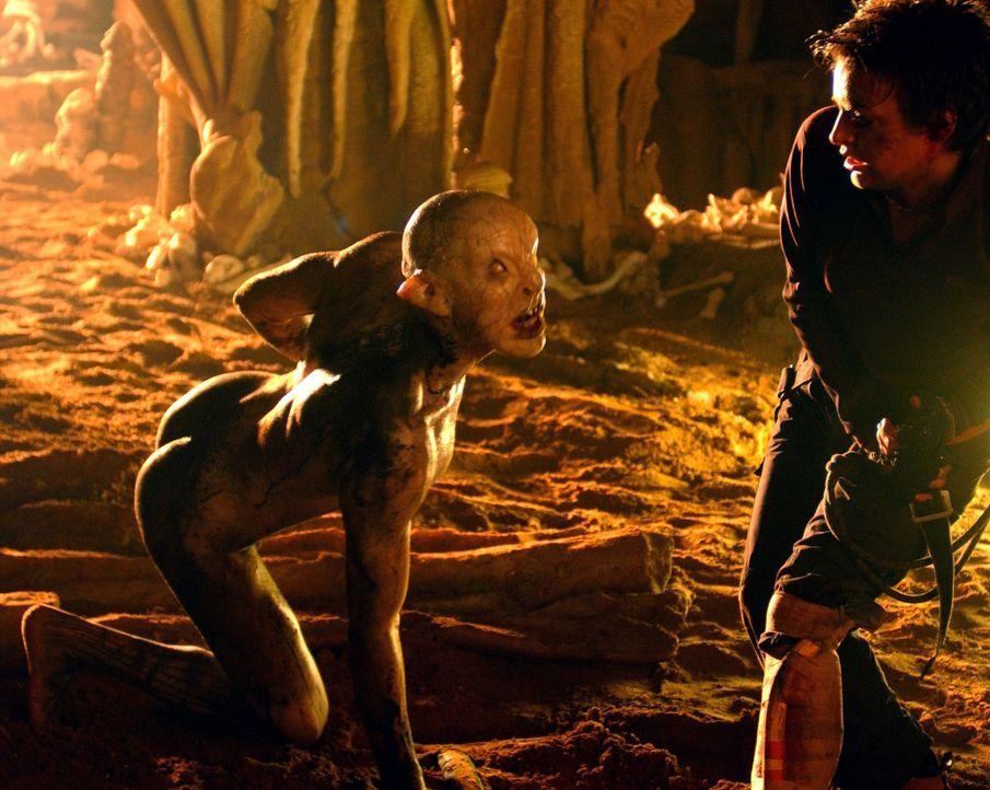 Gerät auf einem Ausflug in unerforschte Höhlen an mysteriöse Wesen: Holly (Nora-Jane Noone, r.) ... - Bildquelle: Square One Entertainment
