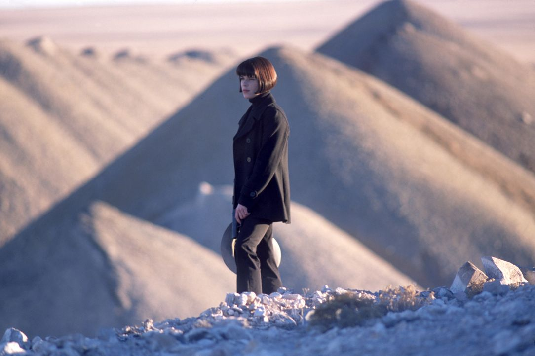 Was hat Chloe (Neve Campbell) mit der Verschwörung zu tun? - Bildquelle: Nu Image