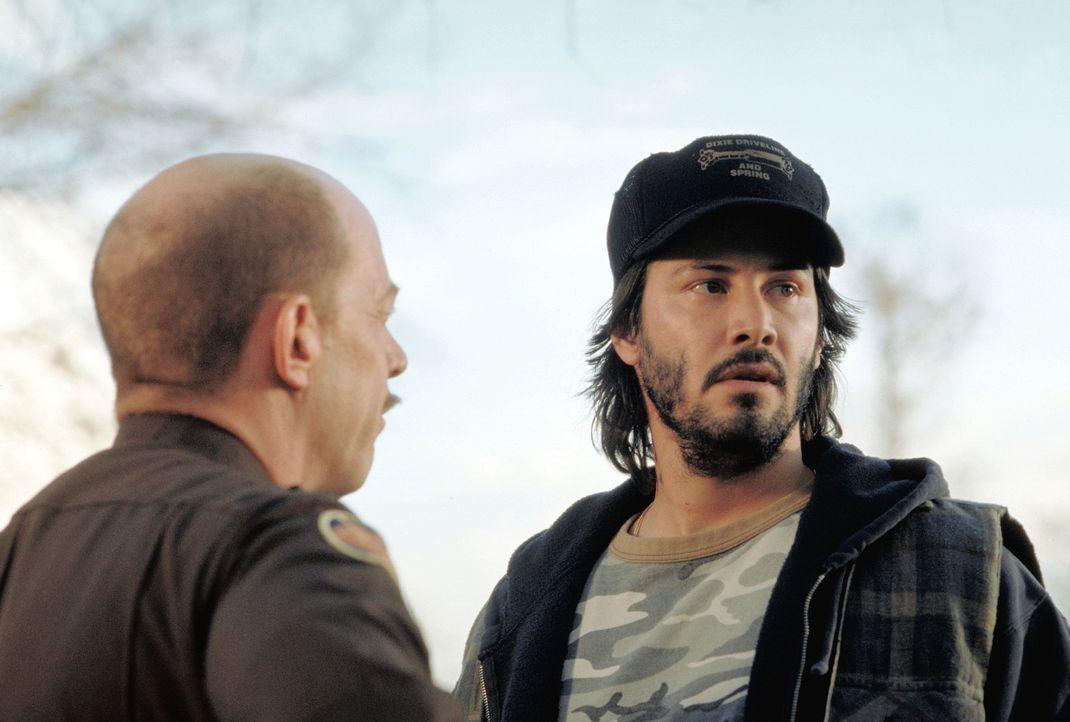 Donnie Barksdale (Keanu Reeves, r.) wird unter Mordverdacht festgenommen ... - Bildquelle: Paramount Pictures