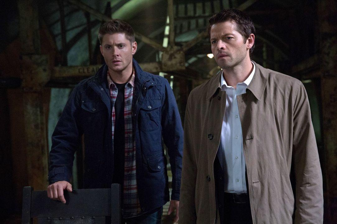 Nach dem Tod von Kevin ist Dean (Jensen Ackles, l.) am Boden zerstört und schwört Rache. Castiel (Misha Collins, r.) entwickelt einen Plan, der aber... - Bildquelle: 2013 Warner Brothers