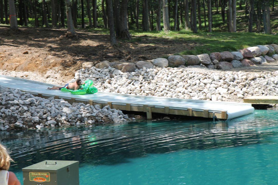 Mit der riesigen Wasserrutsche am See werden die zwölf Enkel von Theresa und Wendell jede Menge Spaß haben ... - Bildquelle: 2016,DIY Network/Scripps Networks, LLC. All Rights Reserved.