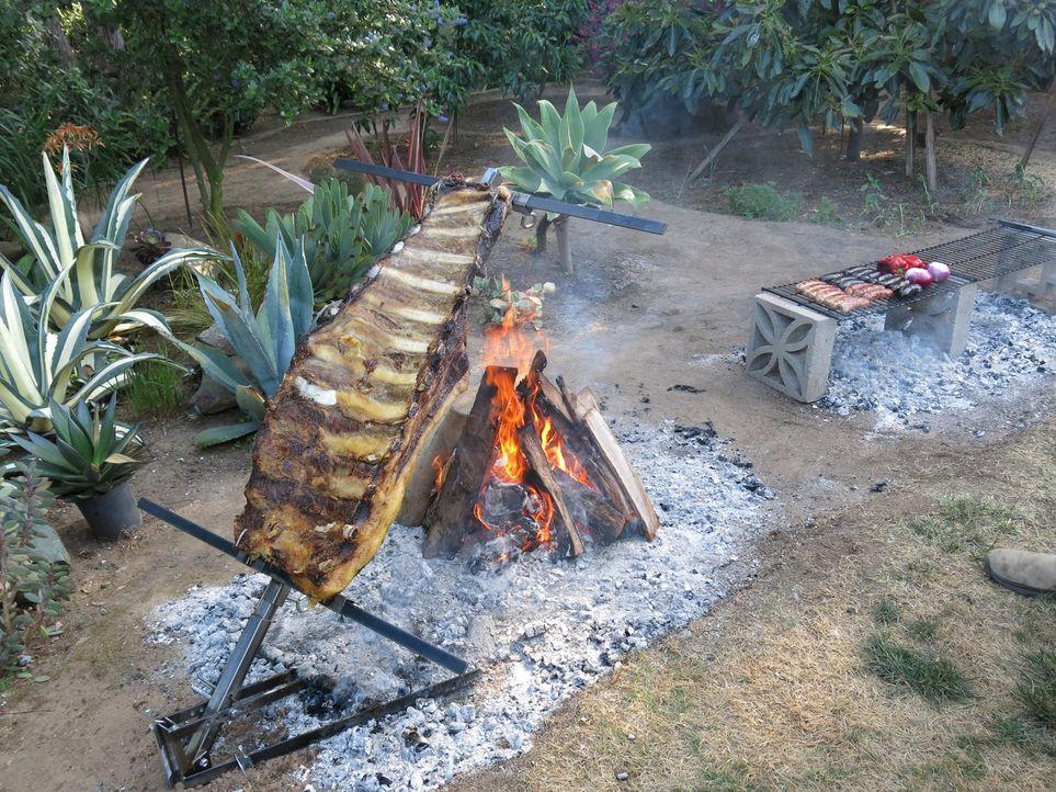 Rindernacken im Leinensack - Bildquelle: 2013, Cooking Channel, LLC. All Rights Reserved.