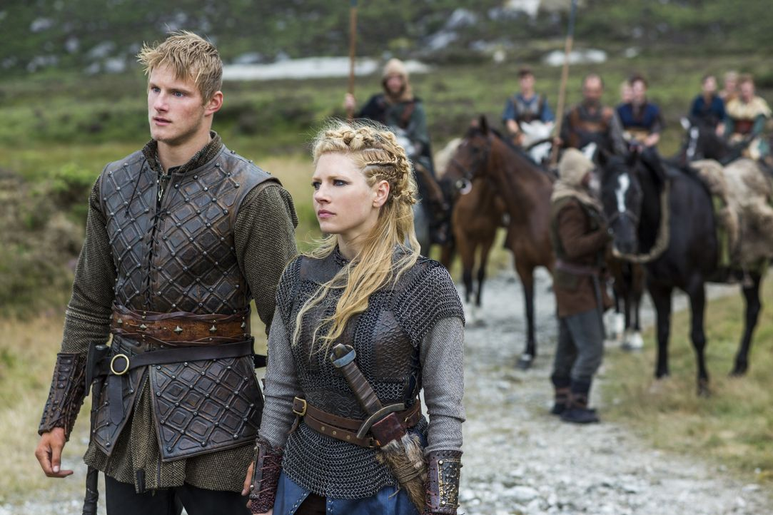 Als Lagertha (Katheryn Winnick, r.) über ihren Sohn Bjorn (Alexander Ludwig, l.) von Borgs Angriff auf Kattegat erfährt, beschließt sie, ihren neuen... - Bildquelle: 2014 TM TELEVISION PRODUCTIONS LIMITED/T5 VIKINGS PRODUCTIONS INC. ALL RIGHTS RESERVED.